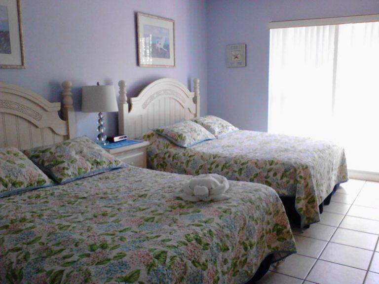 72-bedroom2