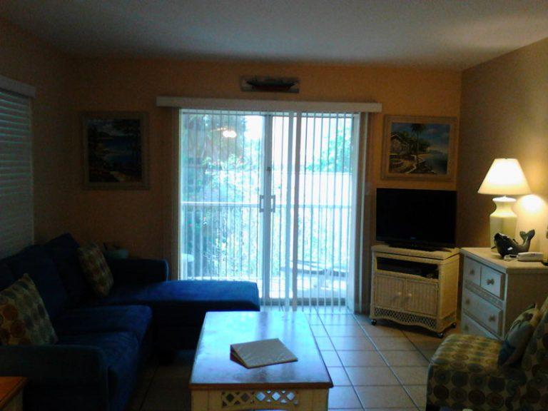 72-living-patio