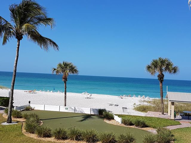 beach on longboat key
