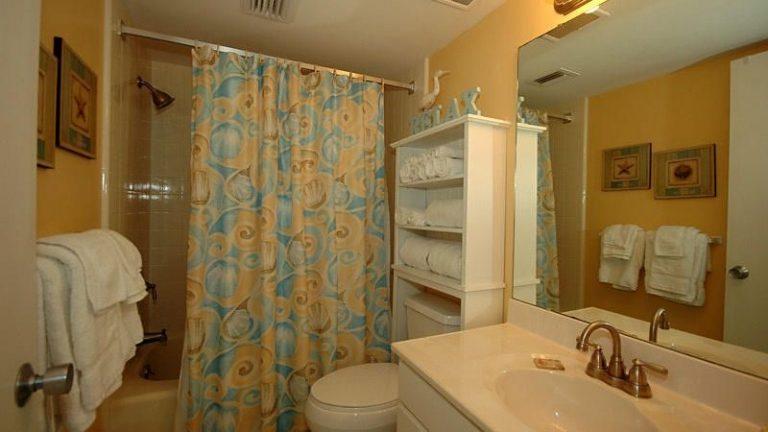 condo-401-bathroom