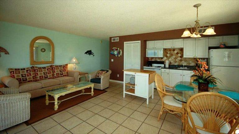condo-401-living-kitchen