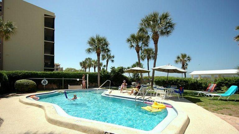condo-401-pool2