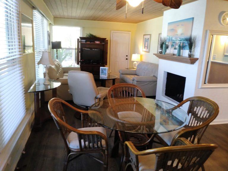 82 Full Living Room Dinning room