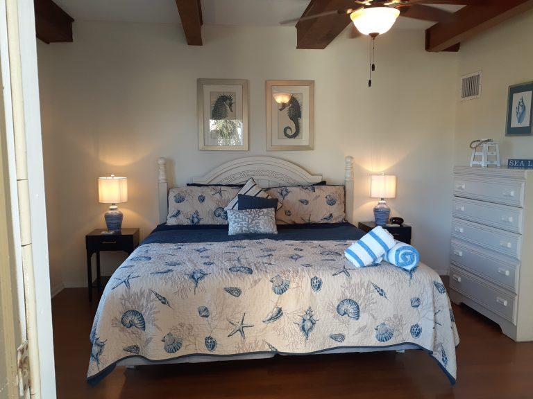 Villa 83 King Bed new lamps