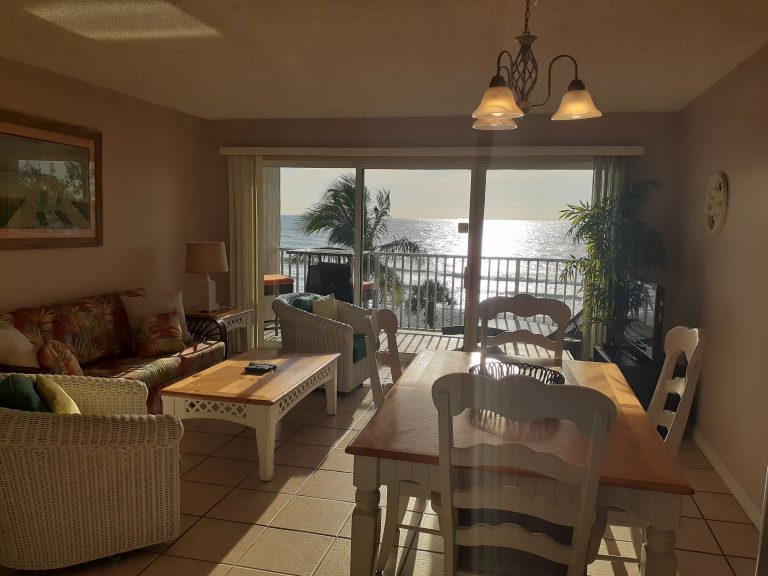 402 Living Room Dinning Room View Dec 2019