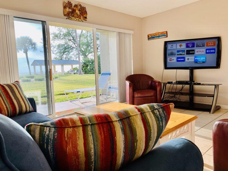 102 Livingroom2