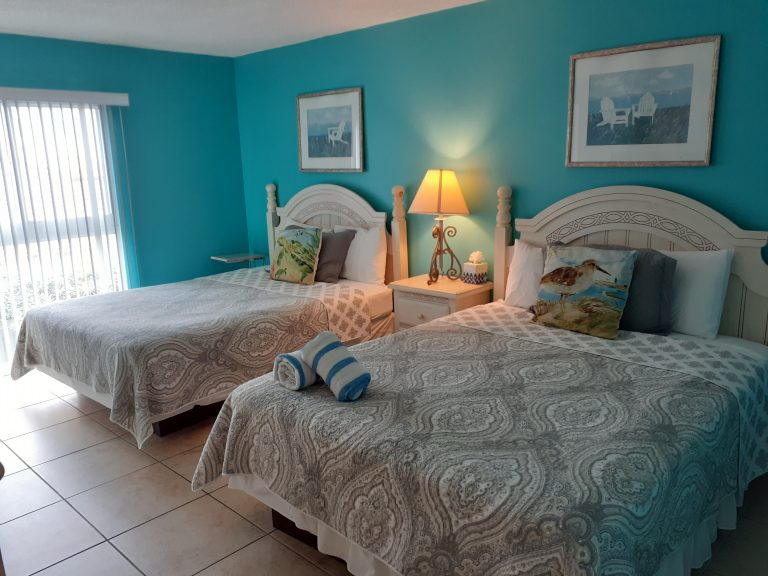 204 2 Queen beds