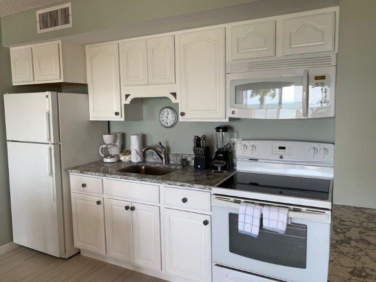 202 Kitchen counter