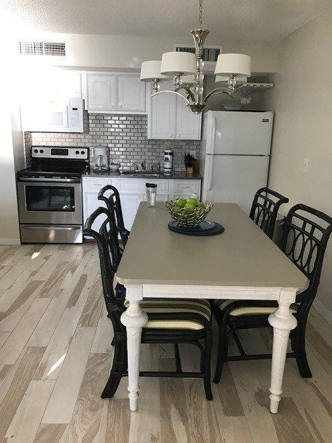 503 Dining and kitchen