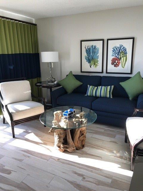 503 Living room sofa, chairs, art