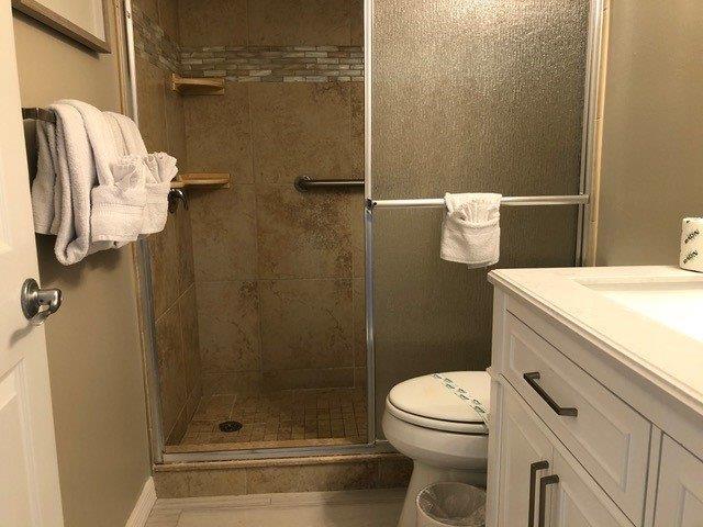 201 Bathroom entirety 2