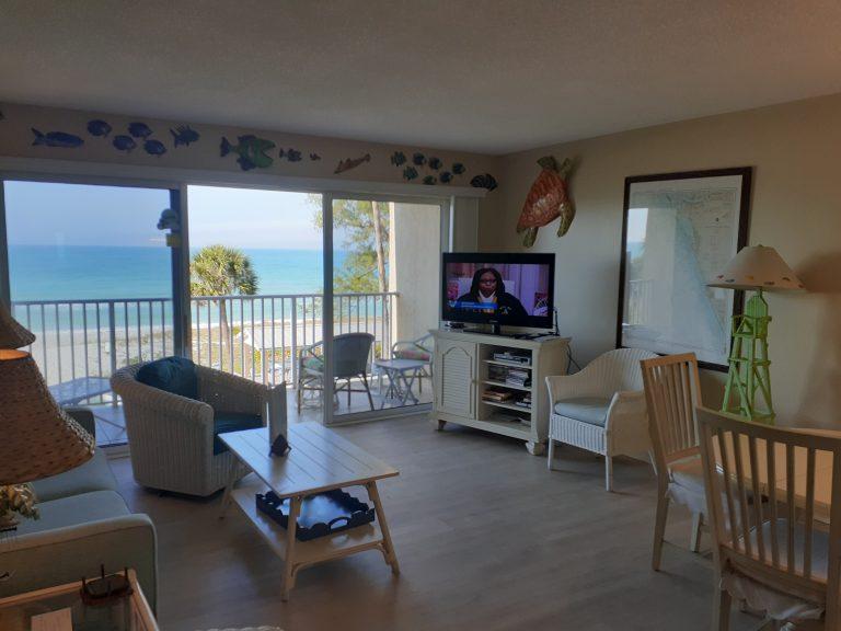 302 Livingroom 2021